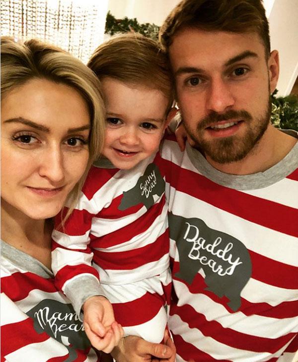 Cuộc sống yên ấm của Ramsey bên vợ và con trai đầu lòng - 1