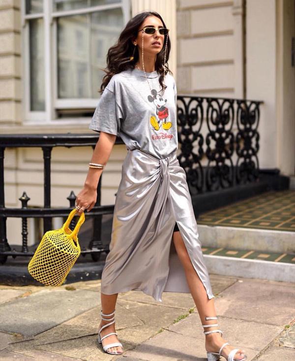 Chân váy ở mùa mới trở nên cuốn hút hơn nhờ cách áp dụng các kỹ thuật xẻ chân váy, xoắn vải, xếp tà độc đáo.