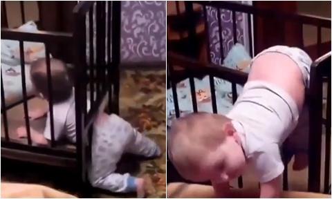 """Bé trai bị tóm khi """"vượt ngục"""" từ cũi lên giường"""