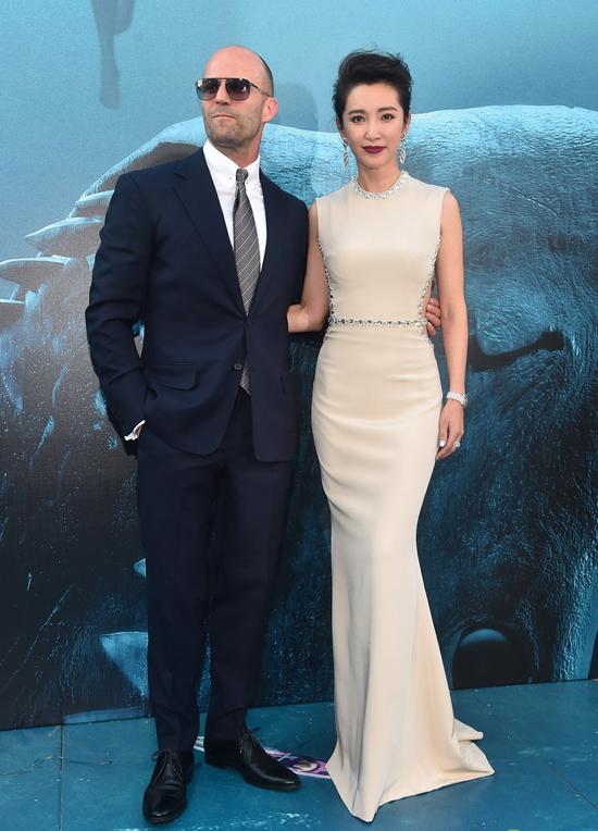 Tài tử hội ngộ bạn diễn Lý Băng Băng. Trong phim The Meg (Cá mập siêu bạo chúa), nữ diễn viên Hoa ngữ vào vai cộng sự của Jason Statham trong cuộc đối đầu với con cá mập hung bạo, giải cứu các thuỷ thủ bị đắm tàu.