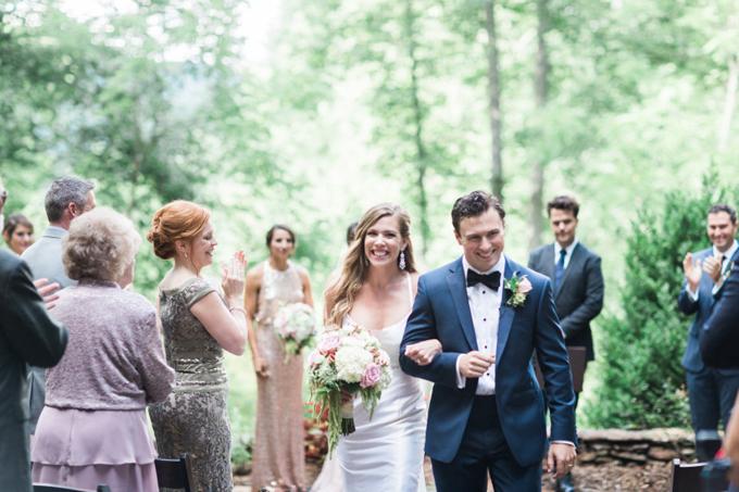 Bạn không nên chỉ dựa vào những bức hình trên trang web mà chọn lựa ngay nhiếp ảnh gia. Ảnh: Weddingwire