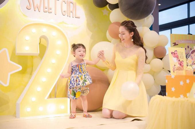 Vợ chồng Á hậu Ngô Trà My mở tiệc sinh nhật 2 tuổi cho con gái cưng - 2