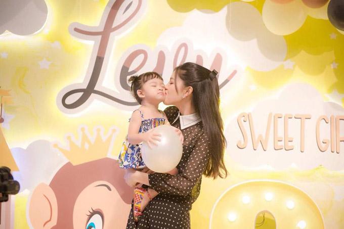 Vợ chồng Á hậu Ngô Trà My mở tiệc sinh nhật 2 tuổi cho con gái cưng - 6