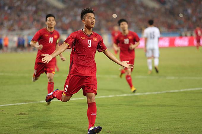 Văn Đức ăn mừng bàn gỡ hoà 1-1 cho Olympic Việt Nam. Ảnh: Đương Phạm.