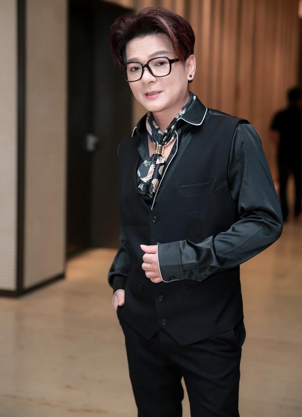 Ca sĩ Vũ Hà cận kề tuổi 50 vẫn giữ được phong độ trẻ trung, cá tính.