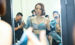 Tóc Tiên mặc bra-top khoe eo thon khi chấm thi The Voice