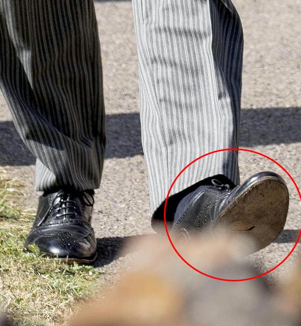 Đảm nhận vai trò phù rể, Công tước xứ Sussex mất điểm khi bị phát hiện có vết rách trên đế giày. Ảnh: PA Images.