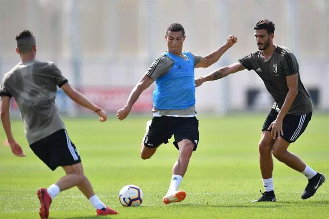 Hiện tại, C. Ronaldo kết thúc các kỳ nghỉ để tập trung trở lại cùng Juventus. Anh ra mắt ở Serie A và đặt mục tiêu chinh phục Champions League mùa tới.