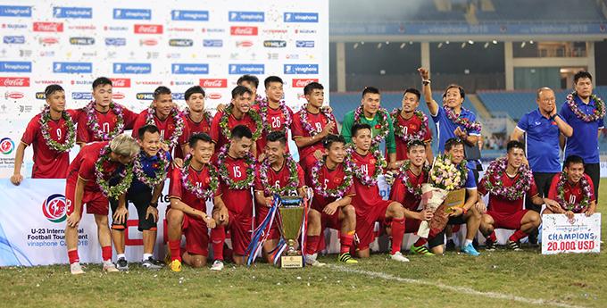 Olympic Việt Nam nhận Cup. vòng nguyệt quế và 20.000 USD tiền thưởng cho chức vô địch.