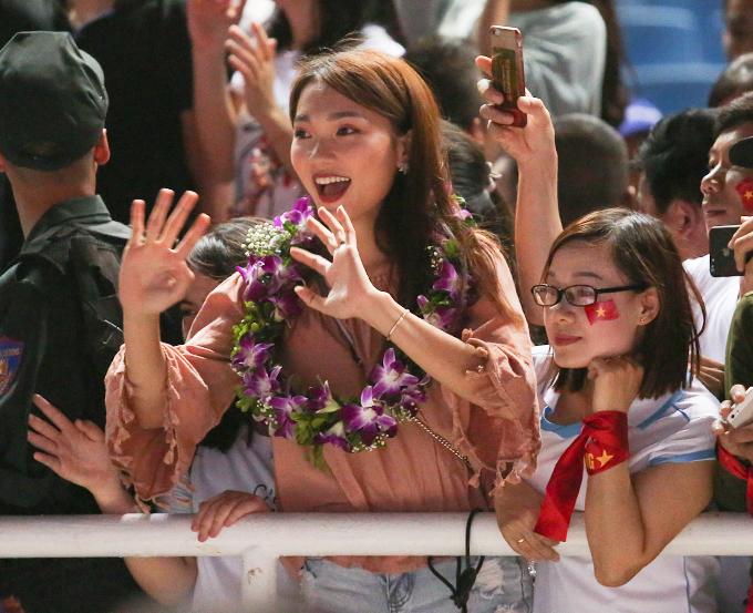 Người đẹp này là Nguyễn Ngọc Nữ - Top 10 Hoa hậu hoàn vũ Việt Nam 2017. Cô còn đoạt danh hiệu Người đẹp ảnh ở cuộc thi nhan sắc này.