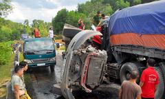 Hai tài xế tử vong sau cú đấu đầu của xe container