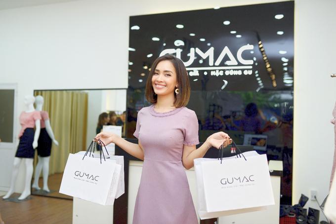 Thành quả mua sắm của Ái Phương tại GUMAC.