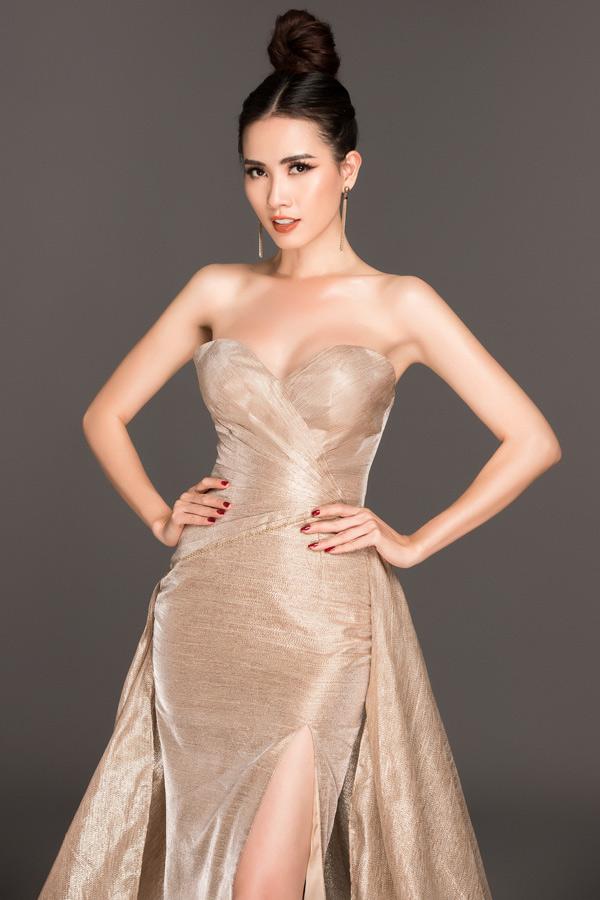 Với số đo 90-57-100, Phan Thị Mơ đang thuộc top 18/50 thí sinh có hình thể đẹp nhất cuộc thi. Chung kết Hoa hậu Đại sứ Du lịch Thế giới 2018 diễn ra lúc 20h ngày 8/8 tại Thái Lan. Bộ ảnh do chuyên gia trang điểm Lurita Thúy và stylist Duy Dương hỗ trợ thực hiện.