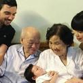 Vợ chồng Hà Anh đưa con gái ra Hà Nội thăm hai cụ nội