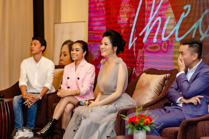 Đinh Hiền Anh giới thiệu ba MV trong buổi họp báo - 5