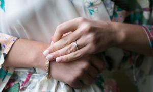 Bí quyết để móng tay sáng bóng, khỏe mạnh trước ngày cưới