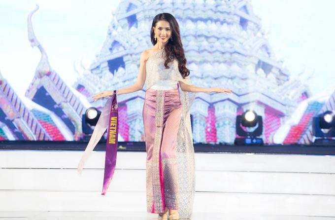 Mỹ nhân quê Tiền Giang cùng top 10 so tài trong màn trình diễn điệu múa truyền thống Thái Lan. Cô tiếp tục lọt vào top 6 cùng đại diện của Thái Lan, Chile, Mông Cổ, Bolivia và Hong Kong.