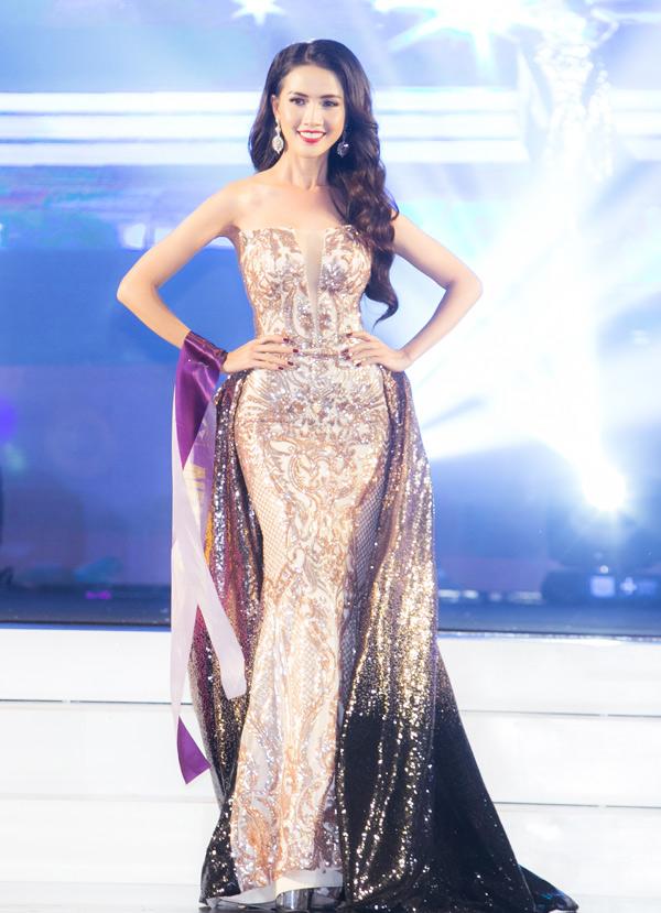 Phan Thị Mơ lộng lẫy với trang phục dạ hội của nhà thiết kế Hằng Nguyễn.