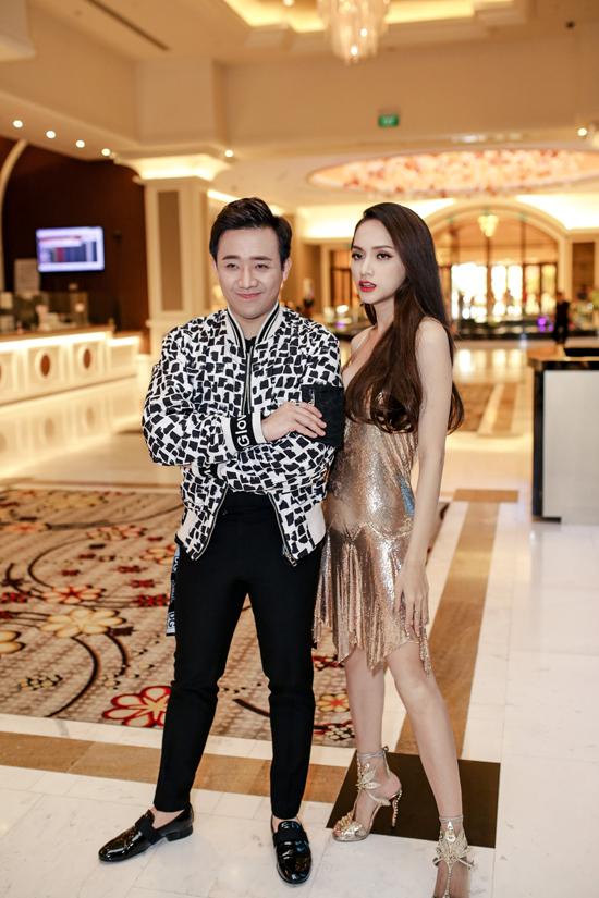 Trấn Thành lại có cơ hội khoác lên mình chiếc áo bomber jacket có giá gần 83 triệu đồng đến từ thương hiệu Dolce & Gabbana