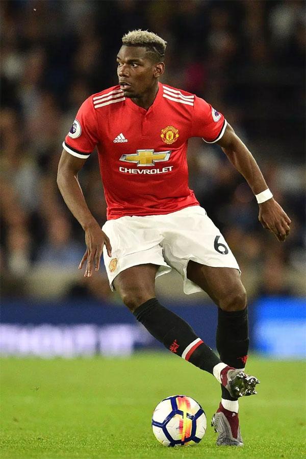 Nhưng có một cơ hội anh sẽ dành ít hơn một tuần trở lại ở Manchester nếu anh ta có được đường và rời khỏi câu lạc bộ. Raiola đặt bóng chắc chắn trong tòa án của United bằng cách nói: Tôi sẽ không bao giờ tuyên bố về Paul. Bạn phải nói chuyện với Manchester United. Quỷ đỏ đã dành một kỷ lục thế giới sau đó 89 triệu bảng để đáp xuống cầu thủ cũ của họ từ Juventus vào năm 2016, mùa giải đầu tiên của Mourinho phụ trách. Nhưng Pogba đã không đạt được những đỉnh cao mà anh đã làm ở Turin dưới thời Mourinho và mối quan hệ của họ đã biến thành sương giá. Ngôi sao cũ của Juve đã truyền cảm hứng cho Pháp đến World Cup vinh quang sau khi đánh bại Croatia trong trận chung kết ở Nga.