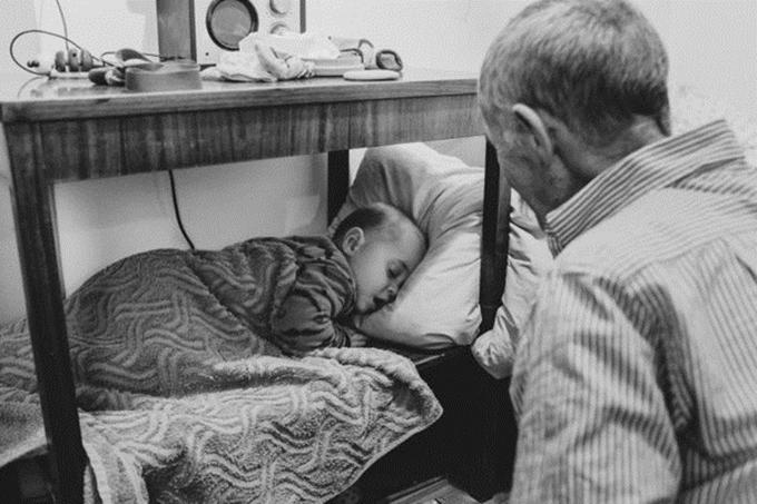 Alina cho rằng:Một người cha không hoàn hảo cũng có thể trở thành một ông ngoại hoàn hảo.
