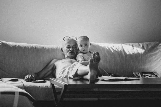 Mọi thứ bắt đầu thay đổi từ khi nữ nhiếp ảnh gia sinh con và bố cô trở thành ông ngoại. Alina cảm nhận được sự ấm áp, yêu thương từ cha - điều mà trước đó cô chưa từng trải nghiệm.