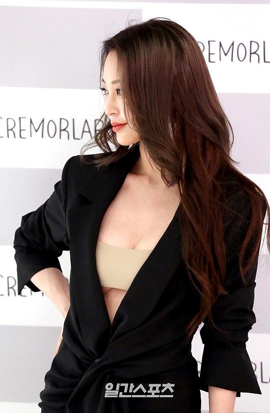 Vòng một lấp ló của ngôi sao Hàn.