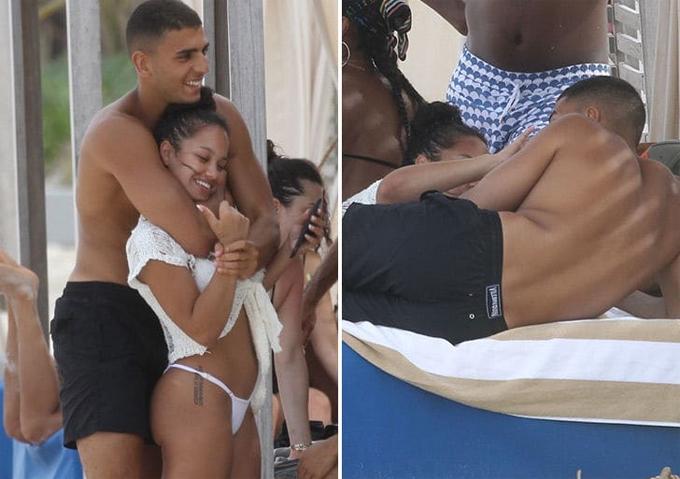 Younes Bendjima vui đùa với người con gái khác trên bãi biển Mexico hôm 7/8.