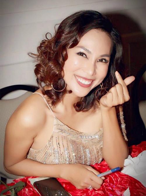 Ca sĩ Khánh Ngọc tâm sự: Thôi thì cứ cười tươi cho qua để có sức làm đẹp cho đời.