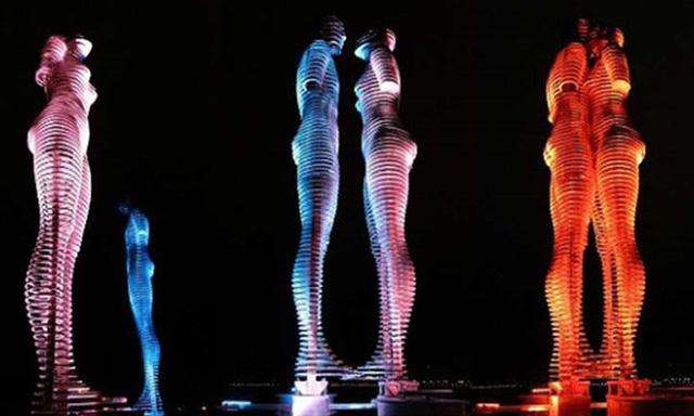 Phối cảnh hình ảnh bức tượng tình yêu sẽ xuất hiện trên bờ vịnh Cam Ranh.
