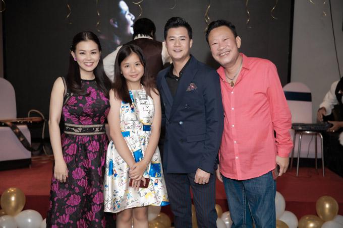 MC Quỳnh Giang (trái), nhạc sĩ Lê Quang (phải) đều có mặt trong party sinh nhật của giọng ca người Quy Nhơn.