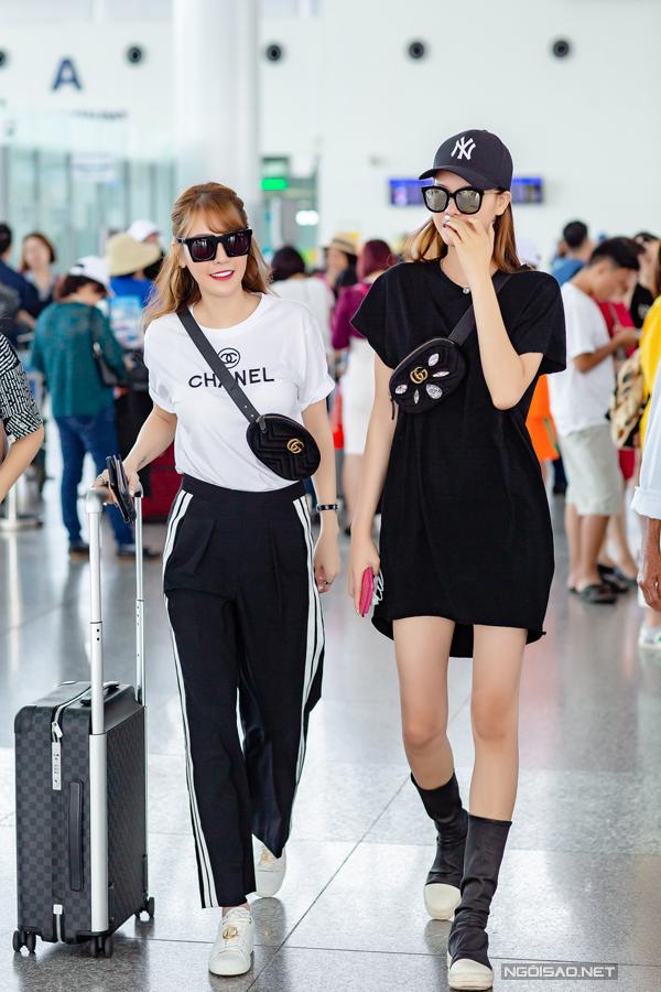 Cả haikhoe style ăn mặc sành điệu với cây hàng hiệu đắt tiền, trong đó có túi đeo chéo Gucci ton sur ton.