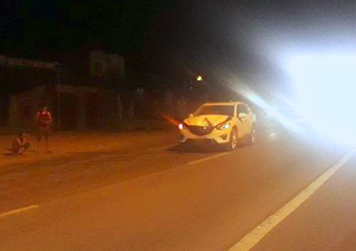 Chiếc ôtô 5 chỗ hư hỏng nặng. Ảnh: H.L