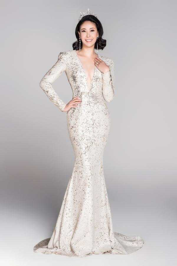 Hà Kiều Anh là Hoa hậu trẻ tuổi nhất đăng quang vào năm 1992 khi mới vừa tròn 16 tuổi.