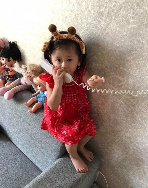 Trang Trần tin rằng con gái là cô bé thông minh nên hiểu hết những điều đang xảy ra.