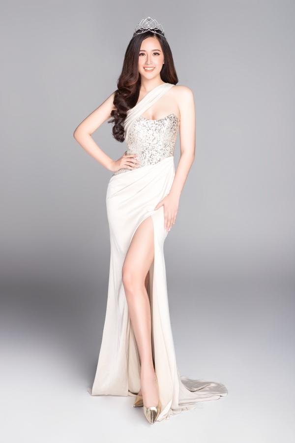 Hoa hậu Mai Phương Thúy vẫn giữ được sức hút dù cô rút khỏi showbiz, tận hưởng cuộc sống yên bình.