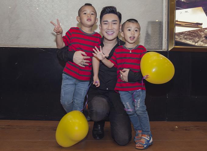 Quang Hà khéo dỗ dành, làm quen với trẻ nhỏ. Sau khi chia tay bạn gái Thu Hà, anh kín tiếng về chuyện tình cảm.
