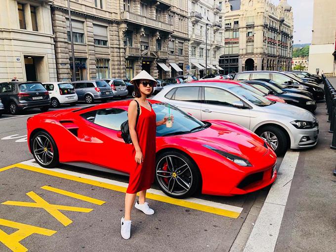 Người đẹp Tháng năm rực rỡ cho biết cô muốn mang hình ảnh Việt Nam theo mình trên mọi hành trình.