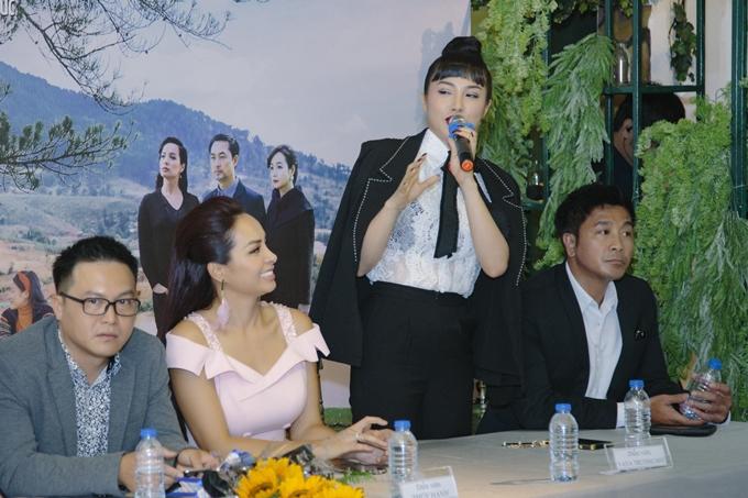 Yaya Trương Nhi cho biết vai diễn lần này có nhiều phân đoạn cô phải giả trai, đem đến nhiều trải nghiệm mới mẻ trong diễn xuất. Tuy nhiên, cô gặp phải những thách thức lớn khi phải thực hiện nhiều cảnh quay hành động mạo hiểm.