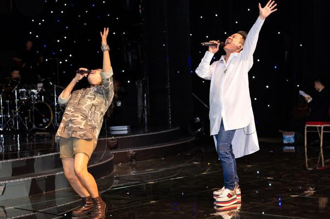 Cùng tập luyện với Thanh Lam còn có sự tham gia của nam ca sĩ Tùng Dương.