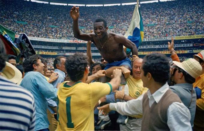 Lên đỉnh thế giới năm 1970, Pele chuyển tới Mỹ thi đấu cho đội bóng ở New York. Ông mua biệt thự ở thành phố này để định cư.