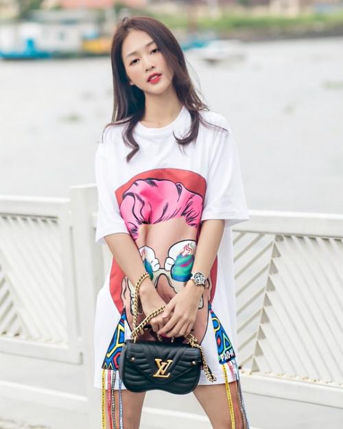 Khả Ngân- nữ chính Hậu duệ mặt trời phiên bản Việt diện trang phục đơn giản, trẻ trung.