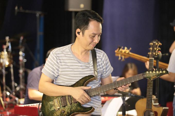 Từ nhiều tháng qua nhạc sĩ Anh Quan - ông xã của Mỹ Linh đã rất lo lắng cho chương trình. Vợ chồng anh đã chuẩn bị cho dự án này trong thời gian dài.