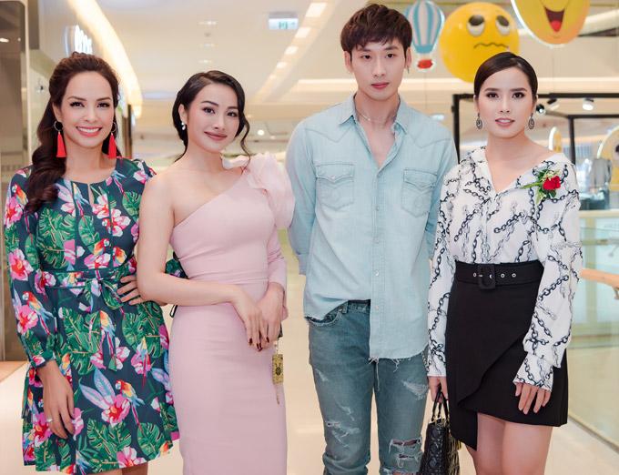 Dàn diễn viên tham gia phim Tuyệt mật trong bóng đêm. Từ trái sang: Thúy Hạnh, Yaya Trương Nhi, Tuấn Trần và Bella Mai.