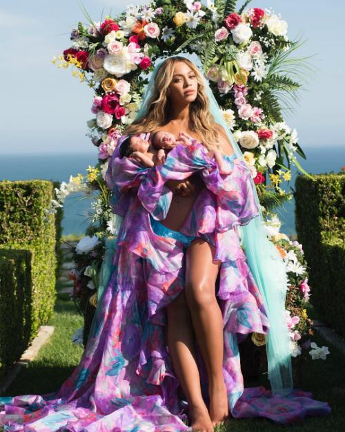 Cặp song sinh: một trai, một gái của Beyonce và Jay Z chào đời vào năm ngoái.