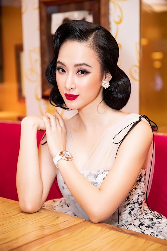 Theo Angela Phương Trinh, mẫu phụ kiện mà cô sẽ làm gương đại diệnlà dòng đồng hồ dành cho nữ giới với các thiết kế tập trung vào sự trẻ trung, năng động.