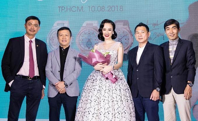 Chiều 10/8, Angela Phương Trinh đã góp mặt trong buổi giới thiệu gương mặt đại sứ thương hiệu cho nhãn hiệu đồng hồ Casio nổi tiếng thế giới.