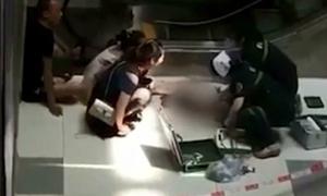 Bé 3 tuổi tử vong sau cú ngã từ lan can tầng 4 trung tâm thương mại