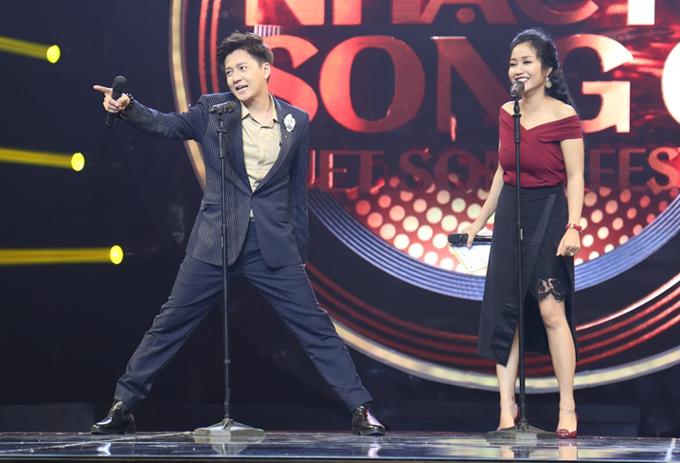 Ngoài sự hài hước của ban bình luận, MC Ngô Kiến Huy cũng nhiều phen khiến khán giả cười nghiêng ngả với những câu nói, hành động ngẫu hứng trên sân khấu. Bán kết chương trình Nhạc hội song ca 2018 phát sóng vào 19h chủ nhật, ngày 12/8 trên kênh HTV7. Chung kết diễn ra trực tiếp vào tối 26/8 và có sự tham gia của nhóm nhạc Hàn Quốc - Winner.