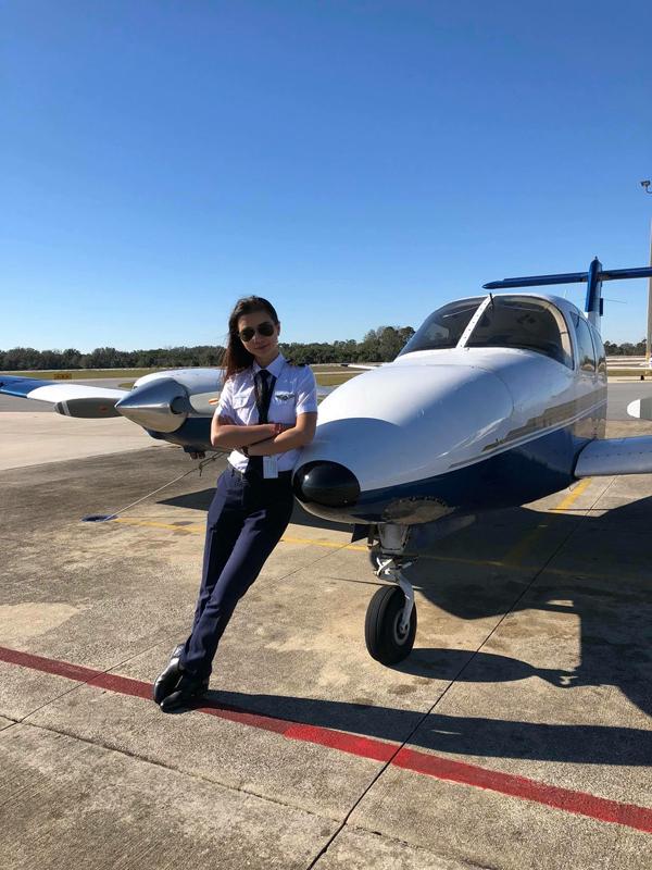 Khi sự nghiệp bước vào giai đoạn thuận lợi, Diệu Thúy bất ngờ rời khỏi showbiz để làm kỹ sư tại một công ty sản xuất nội thất ở Bình Dương. Sau đó, cô quyết định đầu quân vào một hãng hàng không của Mỹ và theo học khóa đào tạo phi công. Diệu Thúy là nữ diễn viên đầu tiên của Việt Nam trở thành phi công.